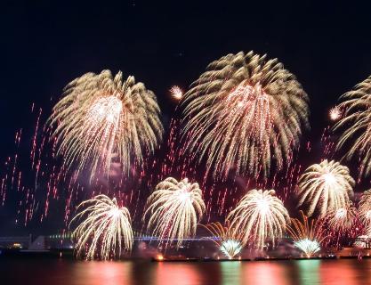 아름다운 부산 밤하늘의 하모니, 부산불꽃축제 포스터입니다.