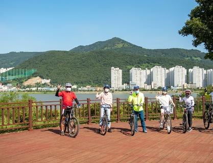 Exciting Eco tour featuring cruise and bike